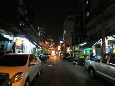 Eingang zum Lebua in Bangkok (Gasse)